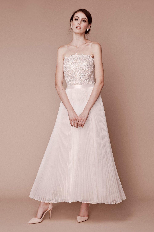 Top Bridal Trends for 2019 - City Hall Chic Tadashi Shoji Fall 2019 Bridal 0cec443ff4ef