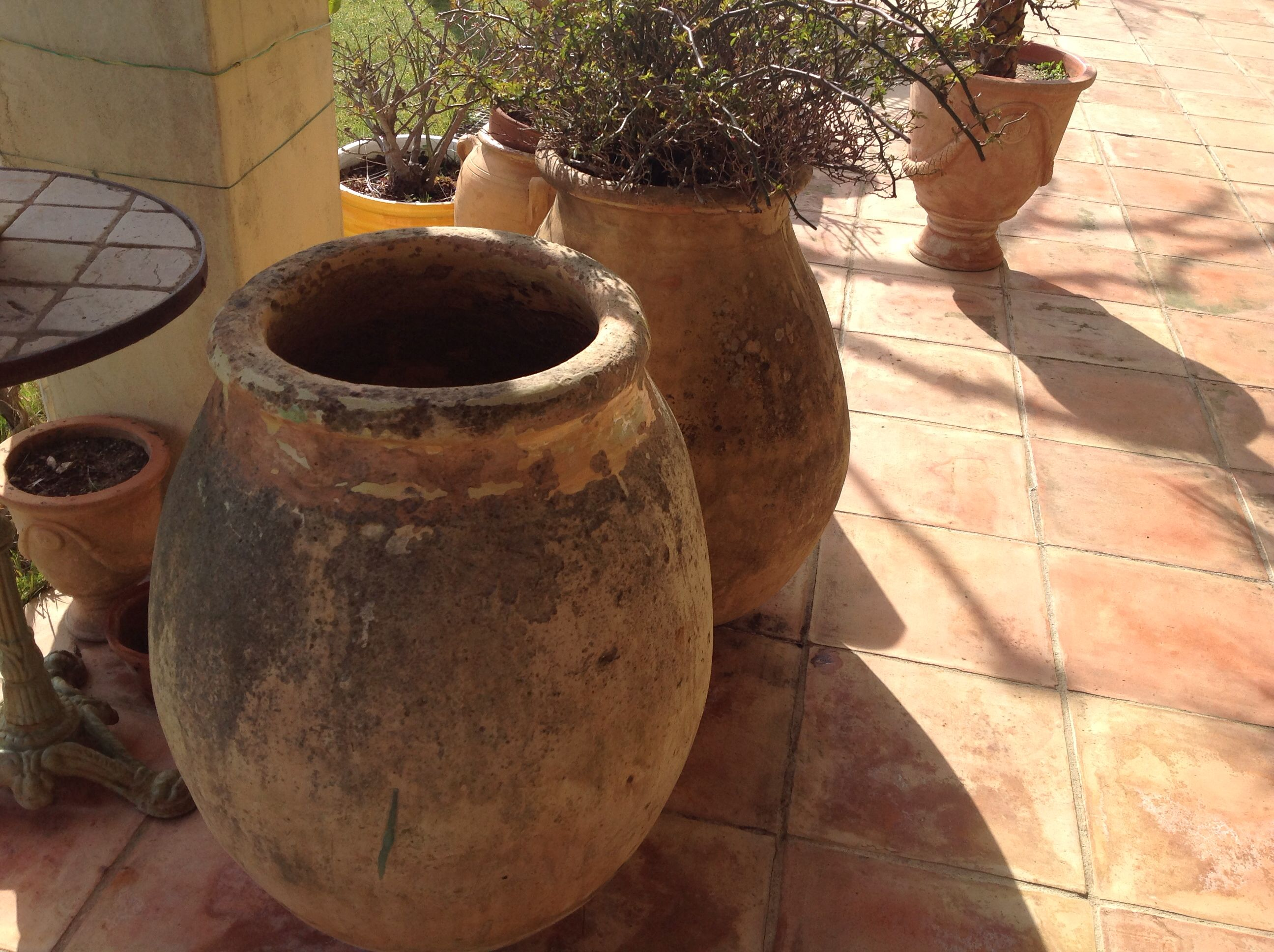 Jarres anciennes biot jarres proven ales pinterest for Jarres terre cuite jardin