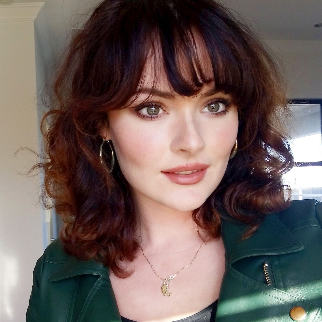 Autumnal makeup for auburn hair, pale skin, hazel/green eyes. All products are H…