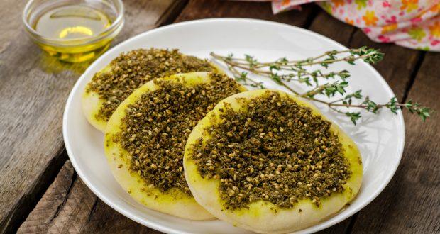 طريقة عمل فطاير الزعتر الشهية مجلة يم يمي أكبر مجتمع عربي للطبخ Food Zaatar Eastern Cuisine