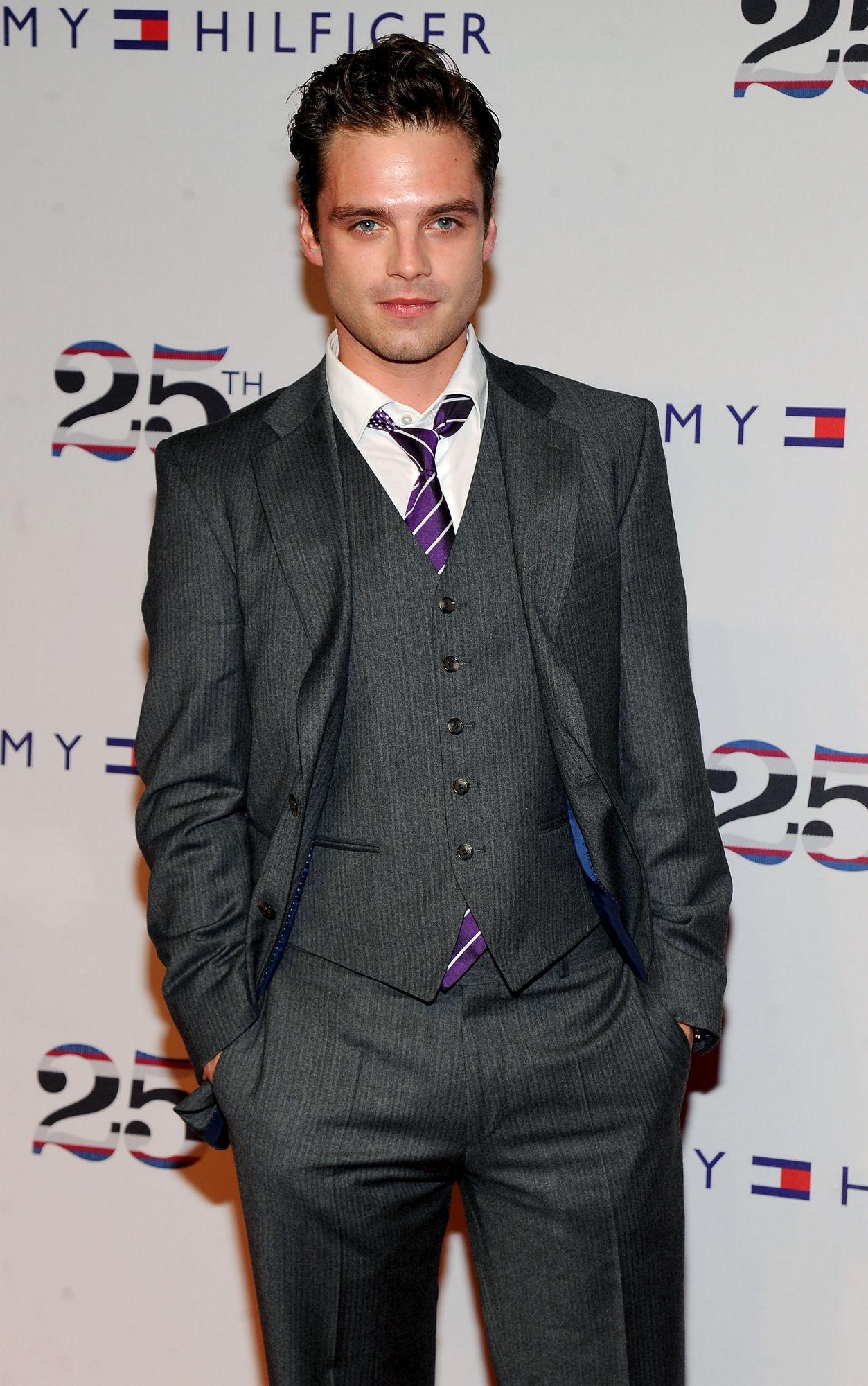 Assumere Fraintendere premuroso  Sebastian Stan | Sebastian stan, Purple suits, Hot suit