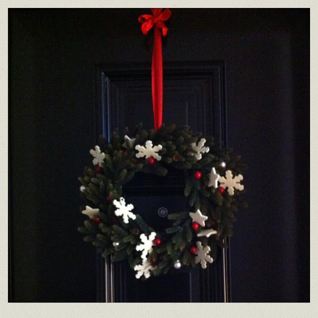 Photo of ghirlanda natalizia di finto pino