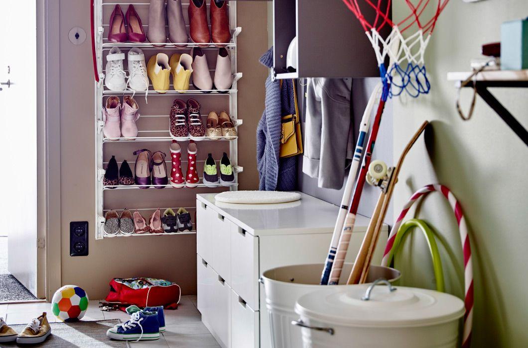 der schl ssel zu einem familienflur ohne chaos ist organisation allein schon wenn es um schuhe. Black Bedroom Furniture Sets. Home Design Ideas