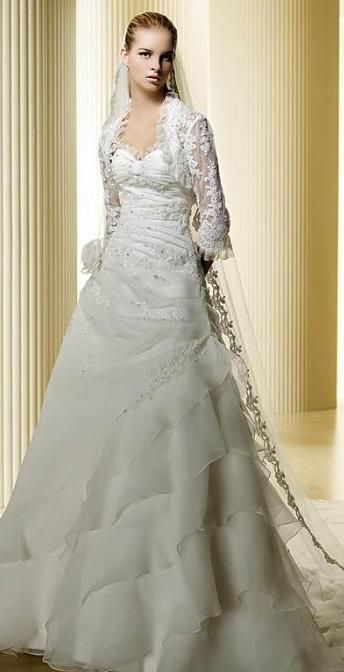 vestido de novia con torera de encaje. | vestidos de novia