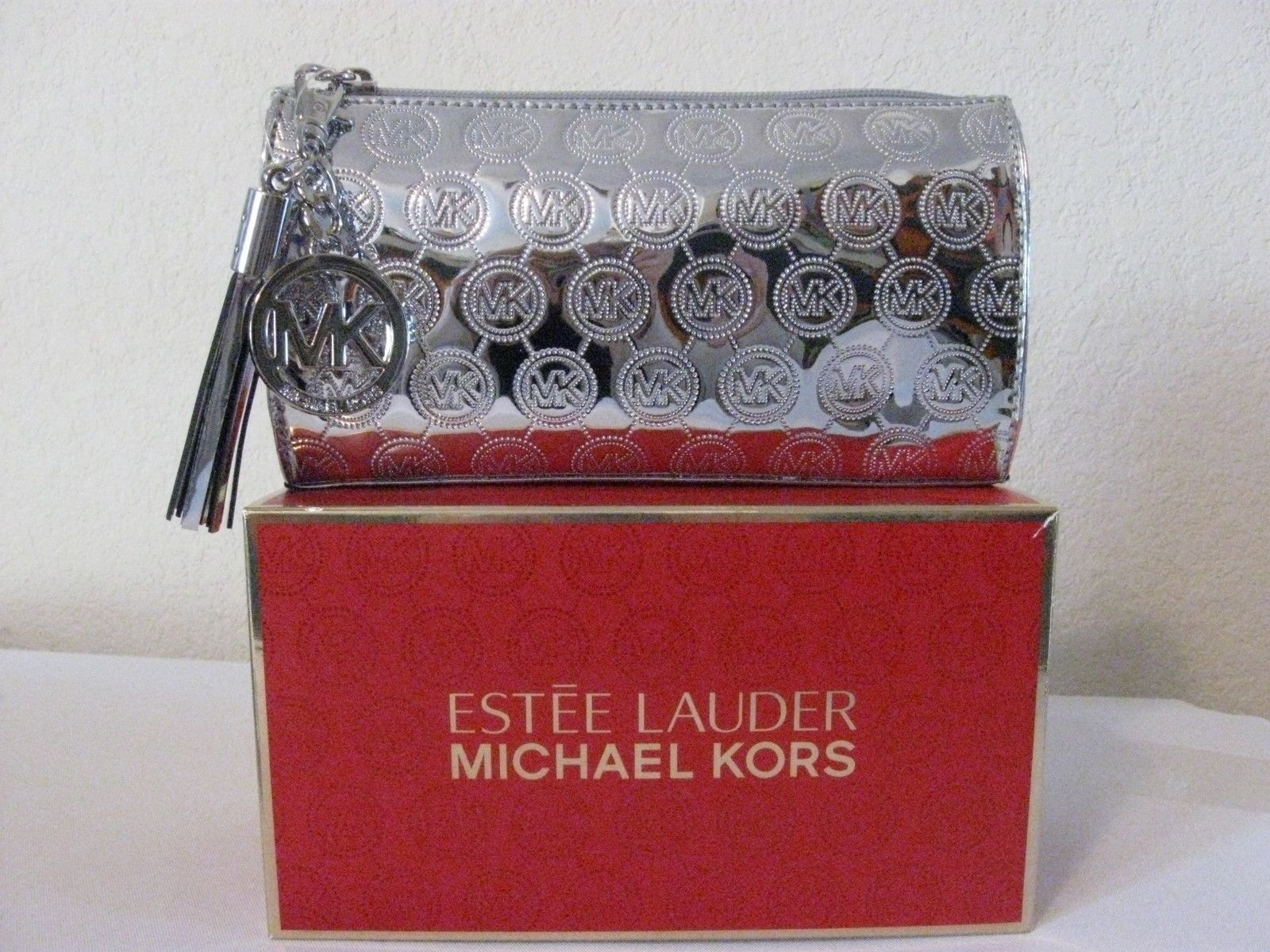 cdc853cca24cd3 MICHAEL KORS ESTEE LAUDER COSMETIC CASE HAND BAG CLUTCH METALLIC SILVER  GREY BOXED $39.95 WITH FREE SHIPPING | eBay