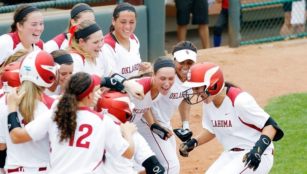 Chamberlain Ties NCAA HR Record in Win Softball