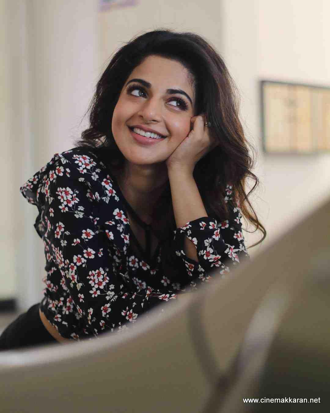 Iswarya Menon Stills Indian Actress Photos Blouse Design Models Actress Photos Akshara menon hot pics wallpapers images