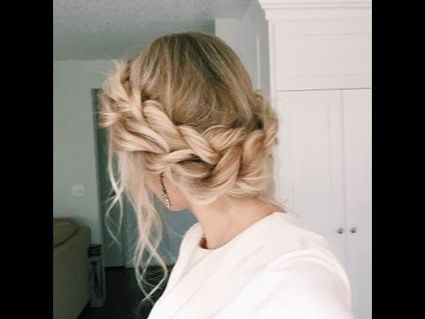 We Rounded Up The Best Updos That Are Pretty Easy And Ridiculously Quick And The Work For Curly Strai Hair Styles Braided Crown Hairstyles Long Hair Styles