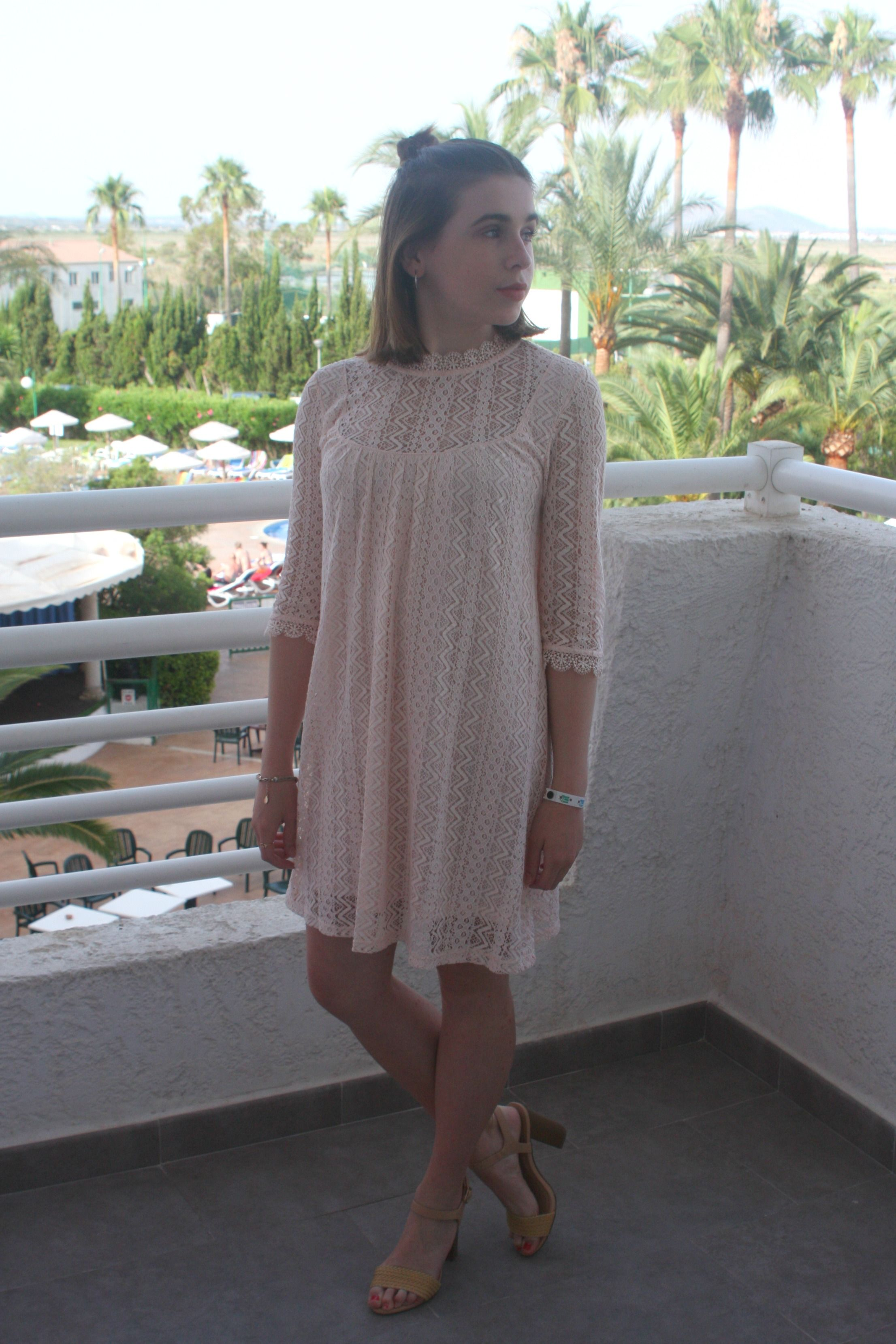 Beautiful pink lace dress #pink #lace #dress #vintage #heels #topshop #newlook #blog #blogger #fashion #style