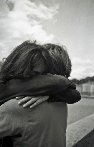 : Amo esos abrazos en los que ...