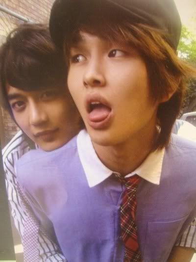 Minho and Onew ^_~ minho..you might make my bias list yet..