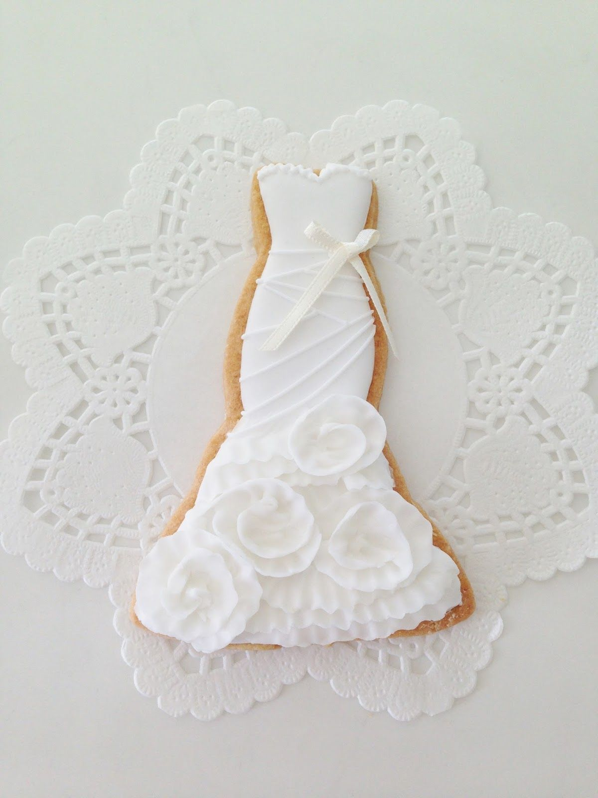 a Vera Wedding dress cookie Wedding cake cookies