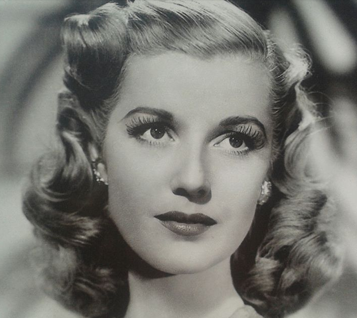 1940s Hairstyles For Women's To Try Once In Lifetime