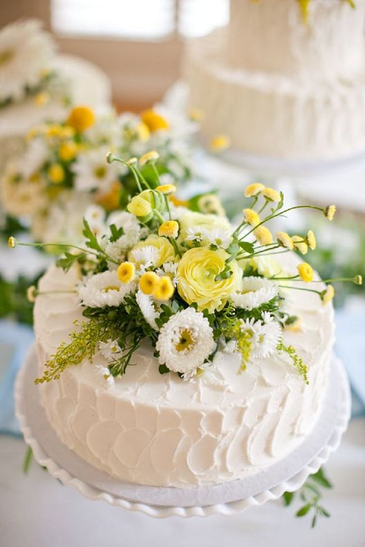 Would be a great cut cake @Kelly Moreno! Just exchange these flowers ...
