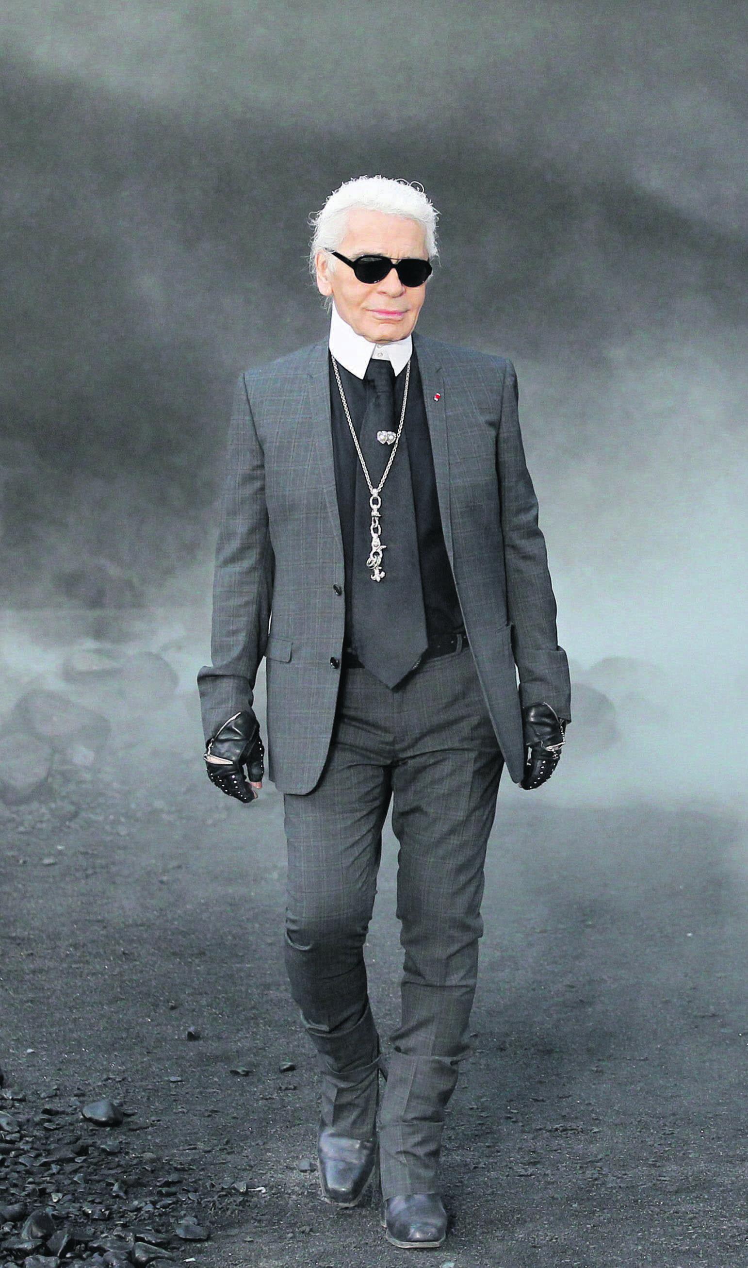 Épinglé par Laurette Slegers sur Karl Lagerfeld en 2020