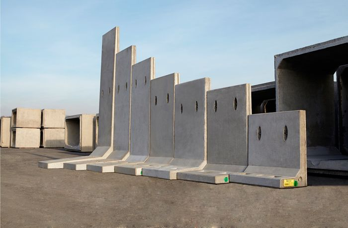 Hanson Extends Precast Range With Retaining Walls Launch Retaining Wall Concrete Retaining Walls Precast Concrete
