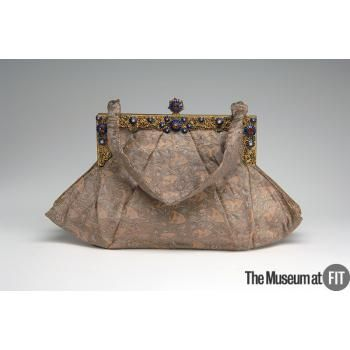 Elizabeth Arden Bag C 1940 Usa Gift Of Mrs Dana Clark Collection Of The Museum At Fit Turnofstyle Vintage Bags Vintage Purses Art Bag