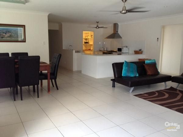 6 RUNWAY DRIVE, Upper Coomera - Holiday House Rental in Upper Coomera