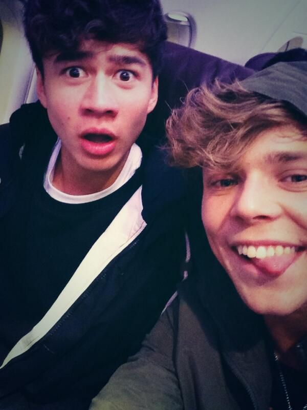 Ashton irwin and calum hood 2014