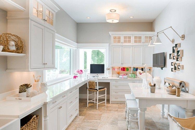peinture gris perle, meubles de cuisine en blanc neige, coin bureau