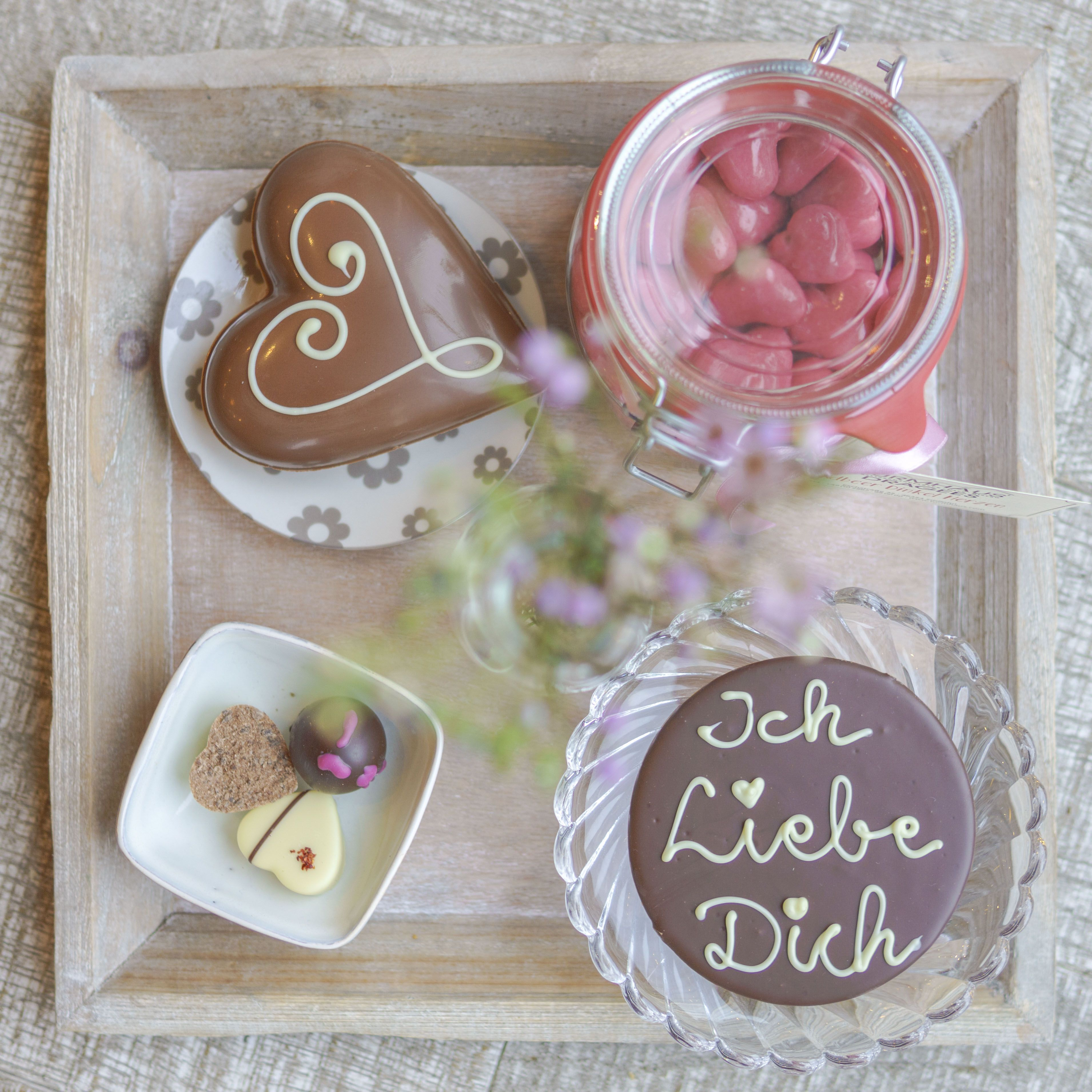 Valentinstag | Pralinen, Blumen Und Nette Worte | TURMHAUS | Geschenkideen  Valentines Day · Chocolate