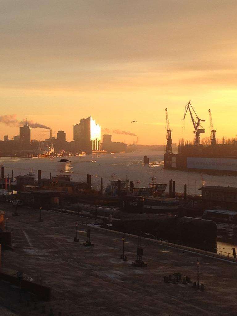 Wunderschöner Ausblick über den Hamburger Hafen bis zur ...