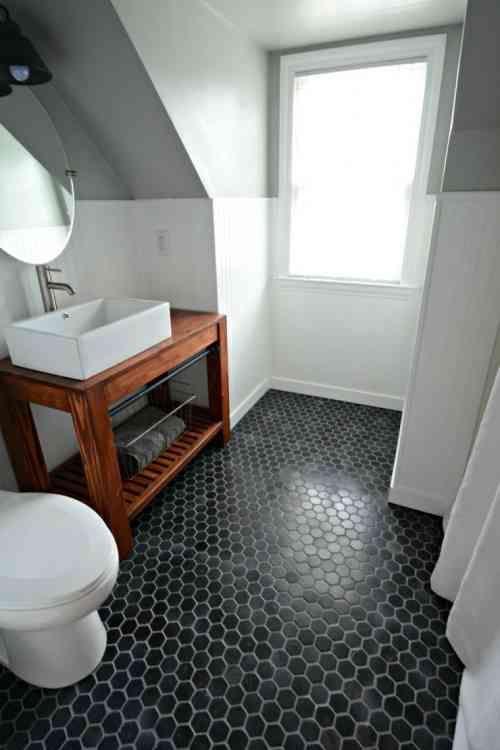 Le Carrelage Hexagonal De Salle De Bain C Est Tendance Petits Bains Idee Salle De Bain Idees Salle De Bain