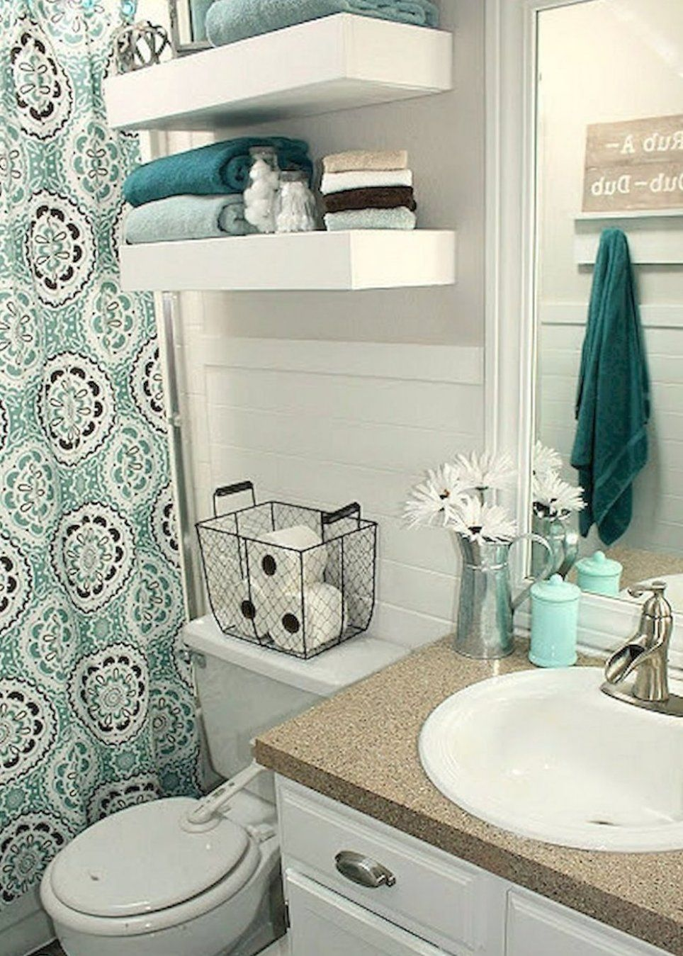 Gorgeous 30 Diy Small Apartment Decorating Ideas On A Diyhomedecor Diydecor Diyhomedecorea In 2020 Bathroom Decor Small Bathroom Decor Small Apartment Bathroom