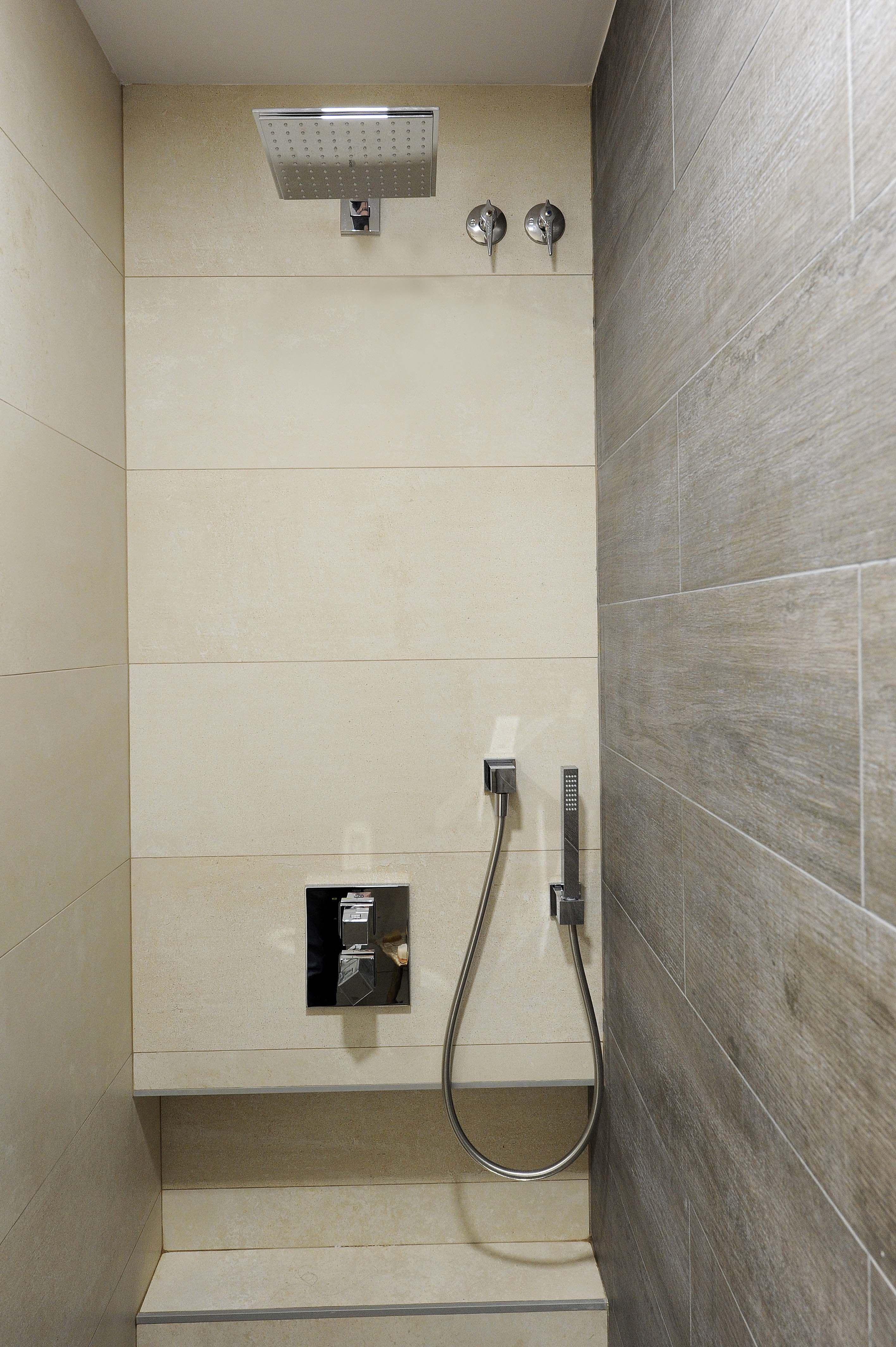 Ducha con rociador cuadrado, en esta ducha hemos realizado una ...