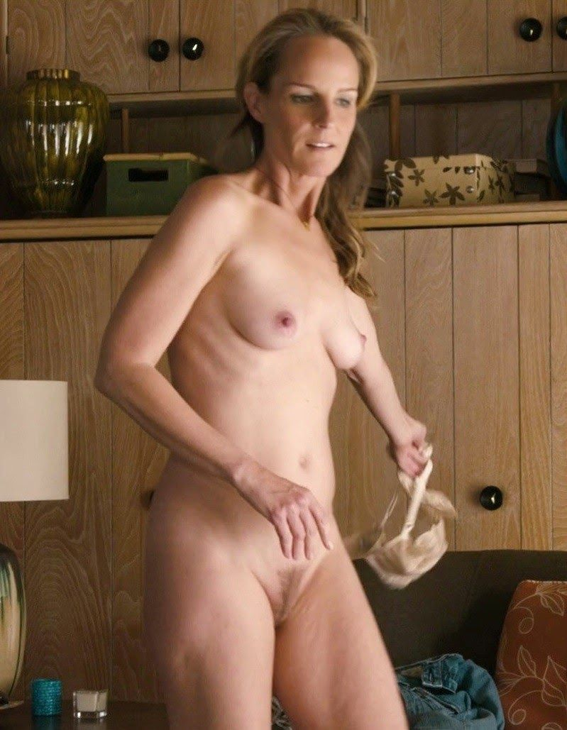 Nude wowam showing pussy