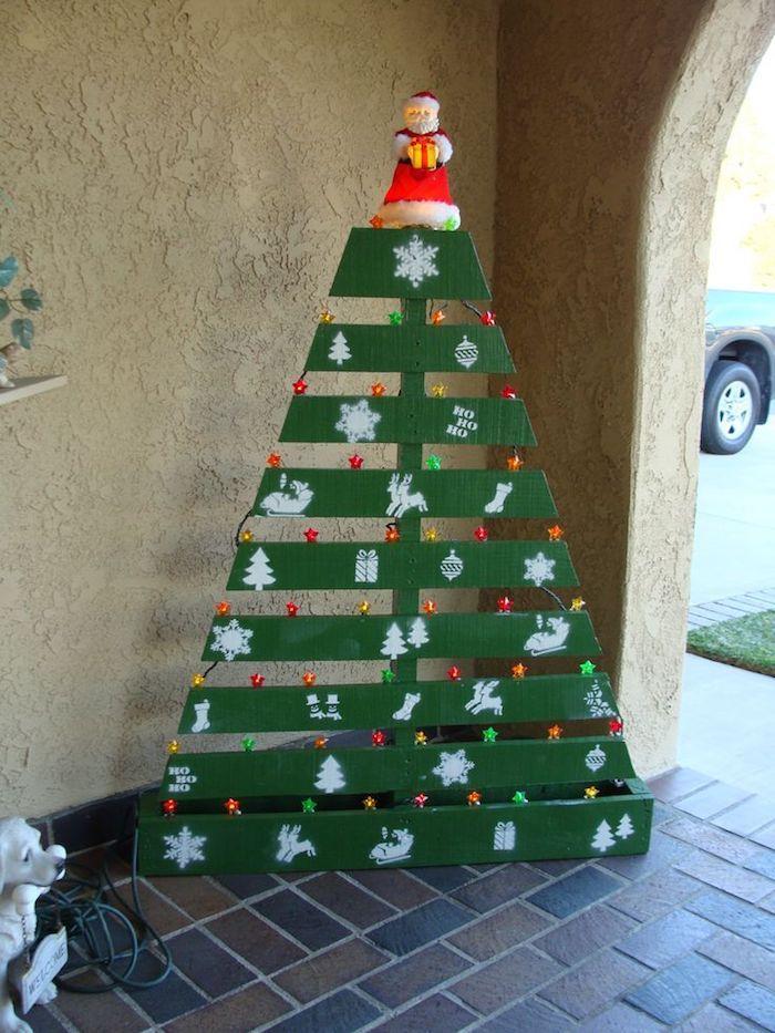 diy weihnachtsbaum aus paletten weihnachtlich dekorieren. Black Bedroom Furniture Sets. Home Design Ideas