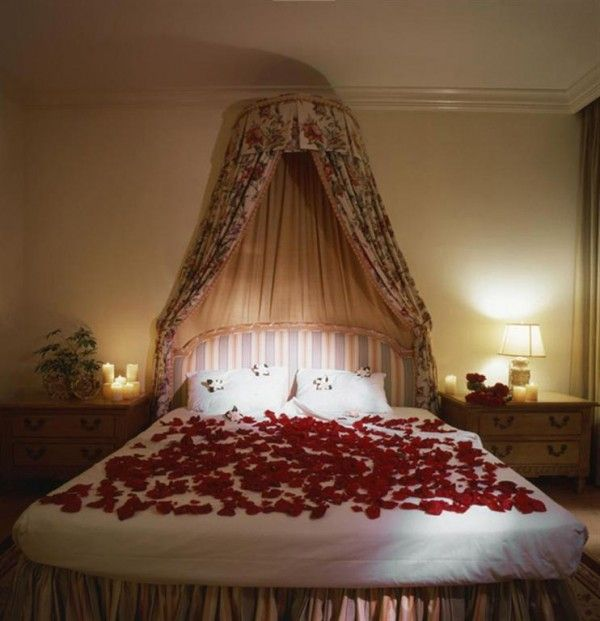 Romantic Valentine Bedroom With Spread Flower