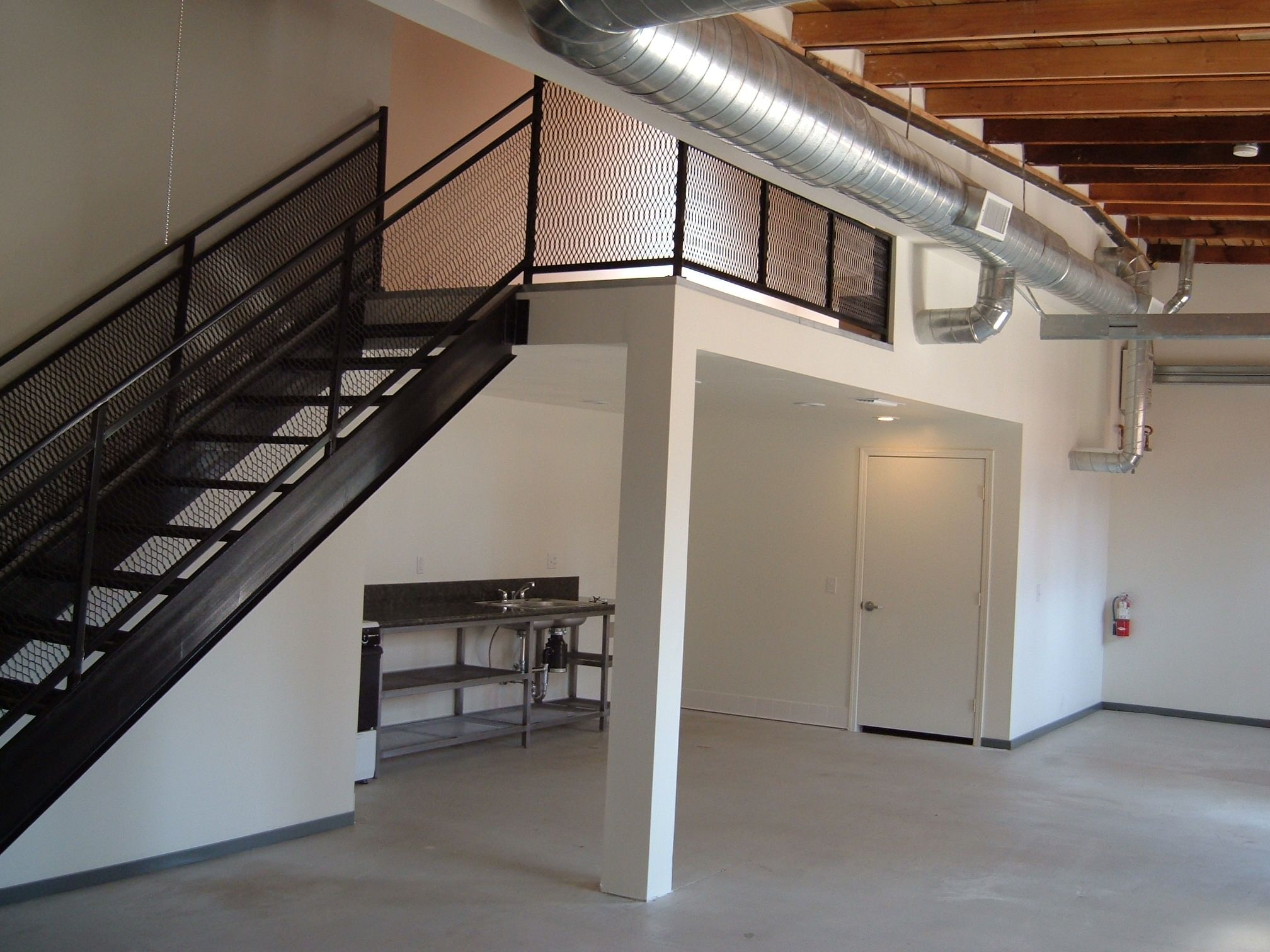 Transit Lofts Ontario Arts District Lofts In Downtown Ontario Ca Industrial Kitchen Style Loft Living Industria Lofts For Rent Live Work Lofts Loft Living