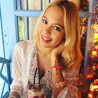 UN LIBRO POR EL MUNDO: Entrevista a Amanda J. Queiroz