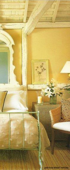 The Little Yellow Cottage on Magnolia Lane | Le calme, la douceur et ...