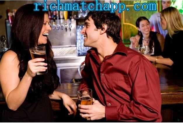 Mann flirtet mit freundin