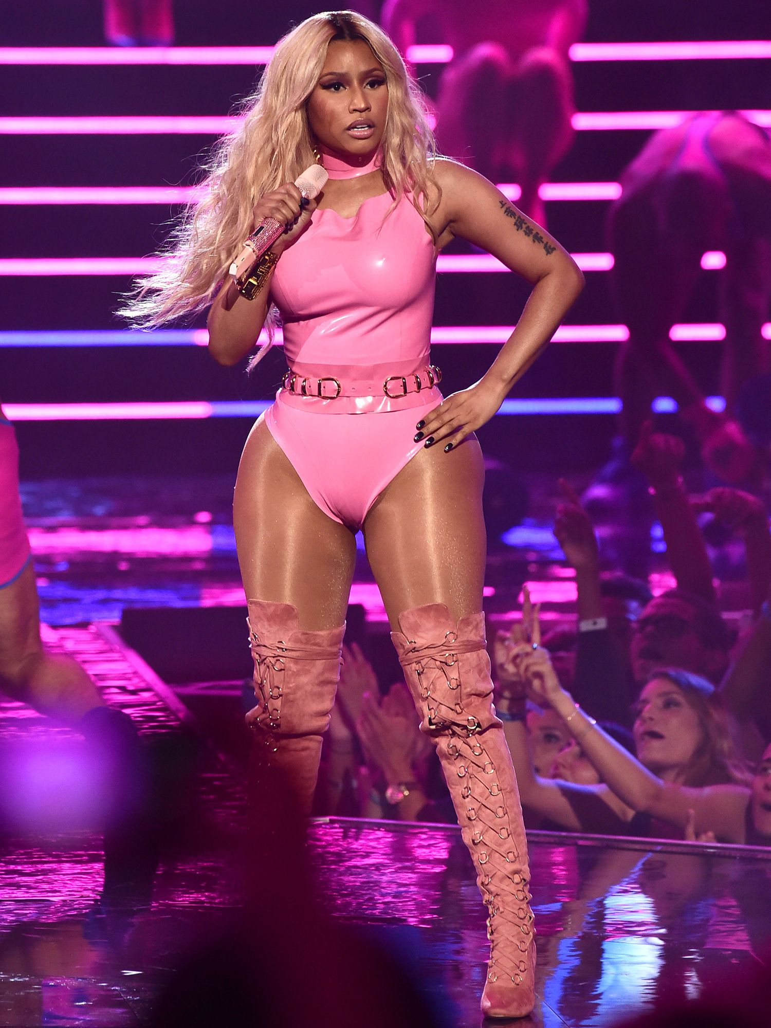 Every VMA Outfit Change (From Brit\'s Bedazzled Bodysuit to Nicki\'s ...
