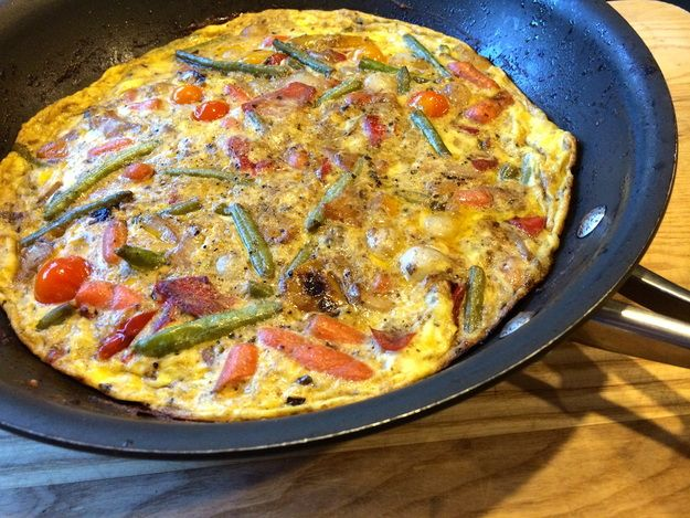 This Frittata with Fire roasted Vegetables takes only 20 minutes to make! Using Trader Joe's Fire Roasted Vegetables with Balsamic Butter Sauce, it is fast, super yummy and full of vegetables. #vegetarian