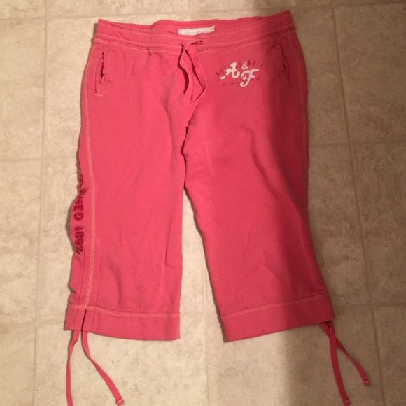 """Abercrombie & Fitch Capri sweat pants Good pre-owned condition. No holes or stains. I love these but they are to big for me. Waist measures 16.5"""". Inseam from crotch measures 16"""". Abercrombie & Fitch Pants"""