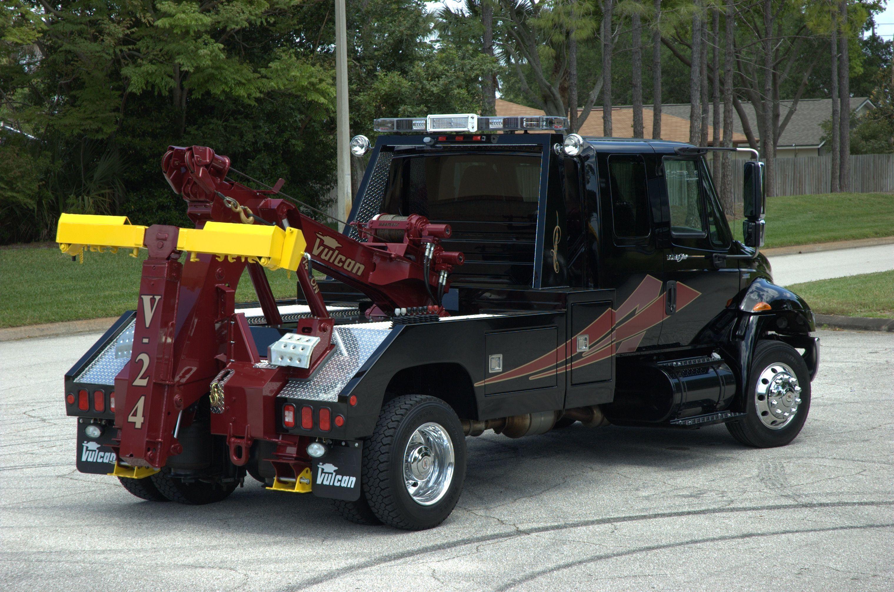 Wreckers Ltd Tow Truck International Truck mechanic