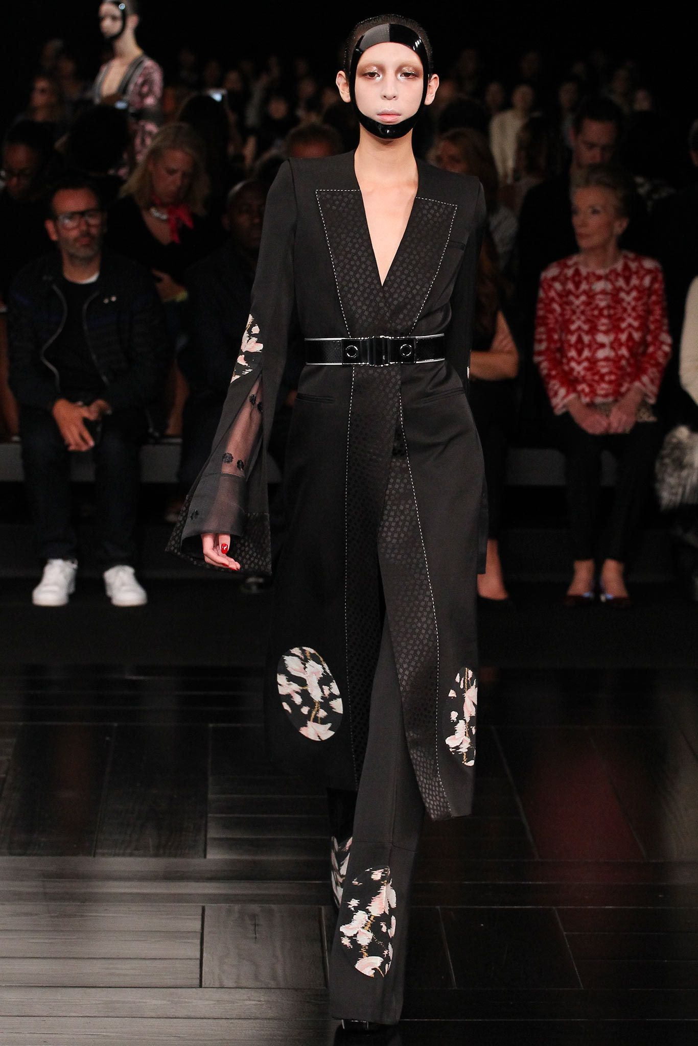 Alexander McQueen Spring 2015 Ready-to-Wear Fashion Show