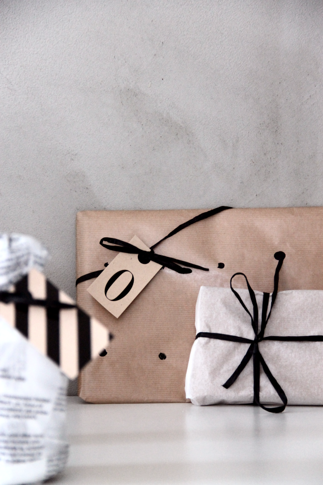 Black and white chic #gifts #wrap #Christmas