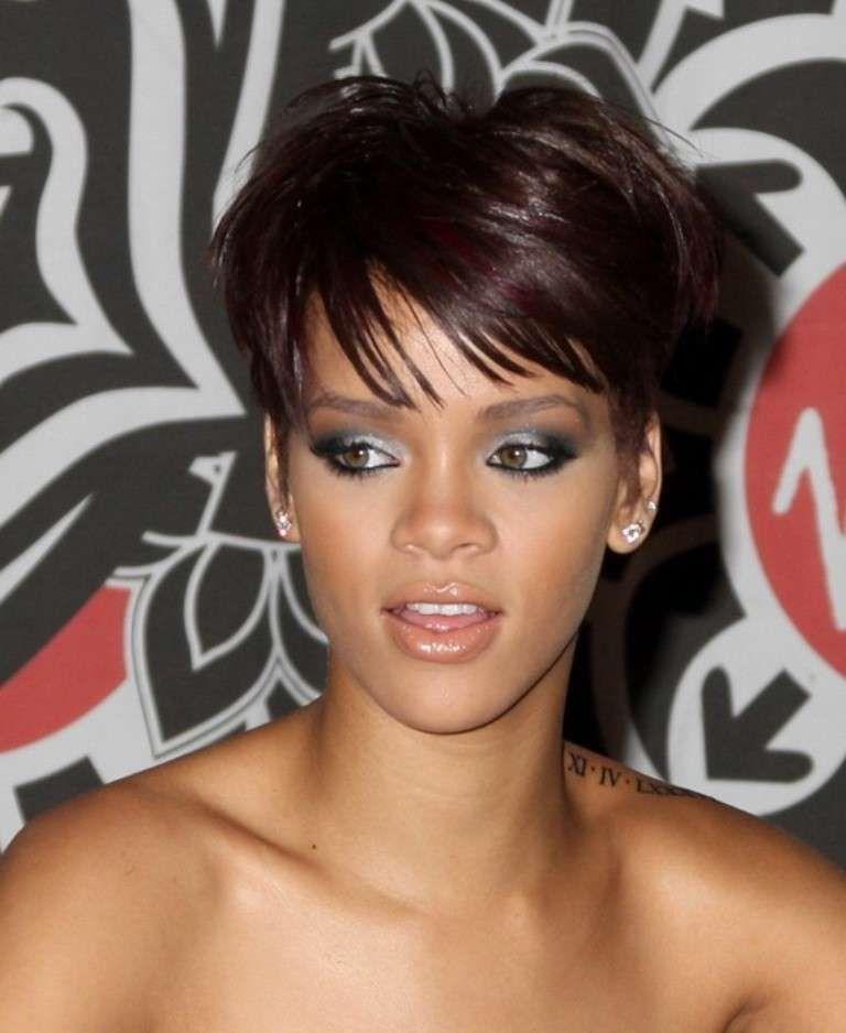 Tagli capelli corti rihanna 2010