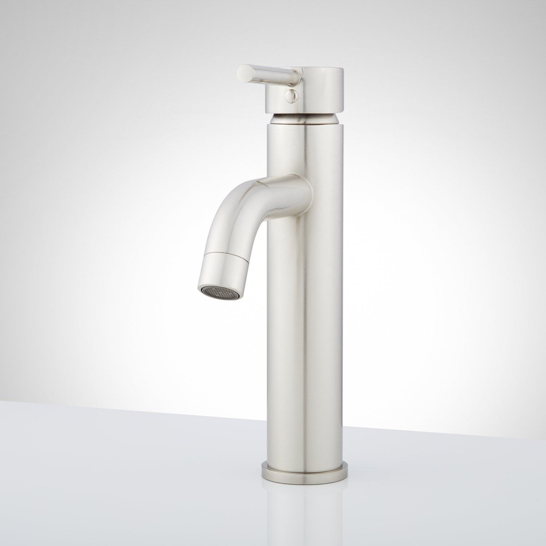 10 Valerio Single Hole Bathroom Faucet With Images Bathroom