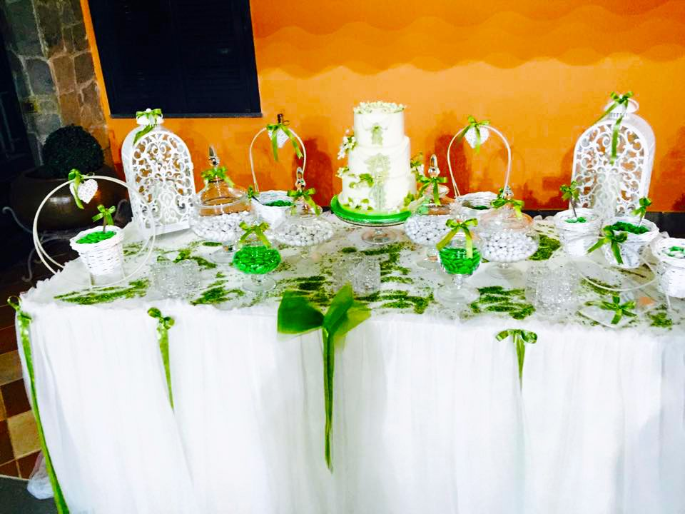 Tavolo Confettata ~ Confettata promessa di matrimonio in verde caramellate e