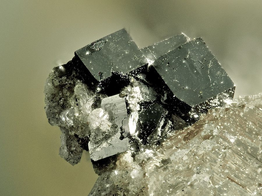 Bixbyite, (Mn+++,Fe+++)2O3, Topaz Valley West Wall, Thomas Range, Juab Co., Utah, USA. Black crystals on Topas. Fov 3.8mm. Collection: Lithothek Munich Micromounter Copyright: Bebo