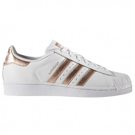 first rate 2d4fa 90251 Zapatillas Adidas Originals modelo SUPERSTAR W blanca bandas cobre. Con 3  bandas y el contrafuerte del talón metalizados en rosa dorado.