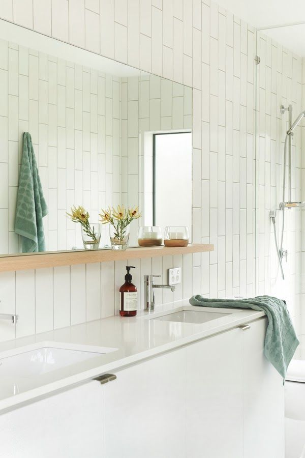 ChicDecó: white bathroom, subway tiles/love the tile placement ...