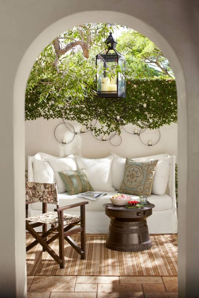 Garten Landhausstil landhausstil garten beleuchtung laterne sitzsofa textilien mivida