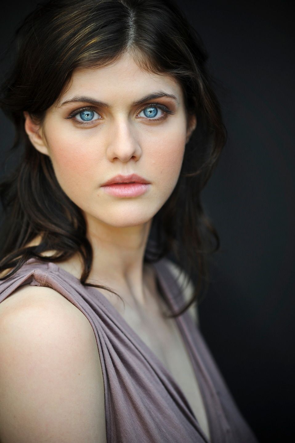 Alexandra Daddario True Detective Girl Crush Her Eyes And Hair Color Are Epically Beautiful